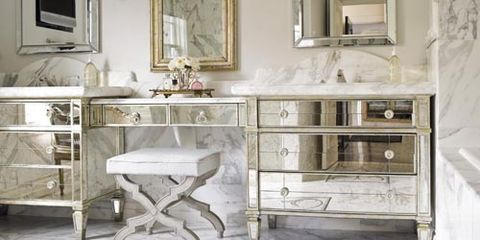 A Lustrous and Luxurious Bathroom