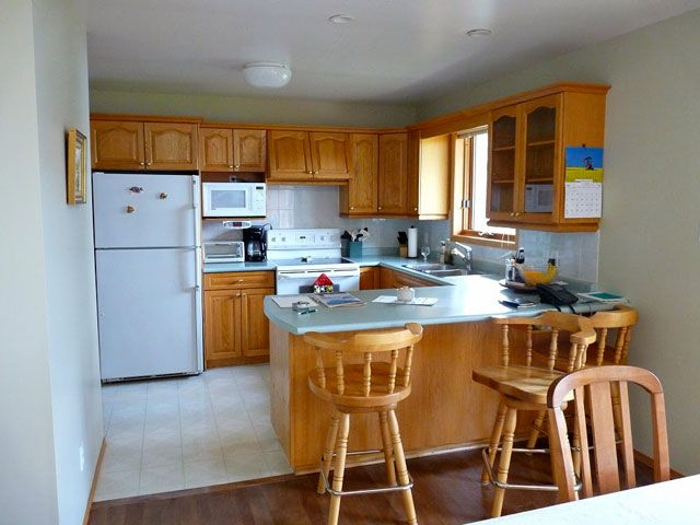 Before and After: A Colorful Budget-Friendly Kitchen Update