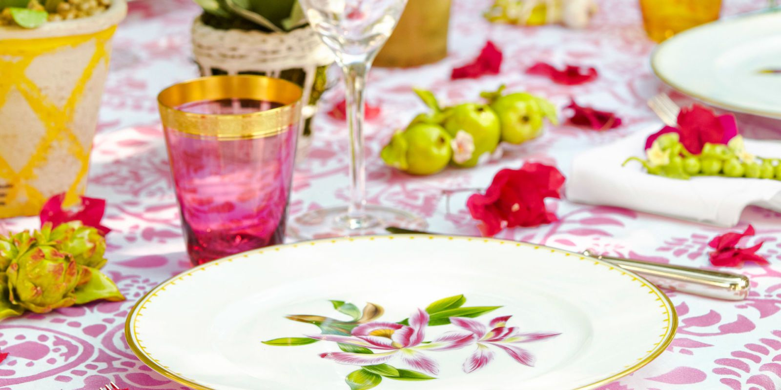 pink and green tablescape & Spring Table Setting Ideas - Spring Tablescapes