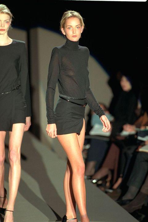 Clothing, Leg, Sleeve, Human leg, Shoulder, Joint, Style, Waist, Fashion model, Knee,