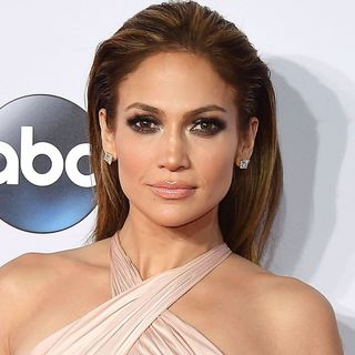 2017 Jennifer Lopez Messy Layered Hairstyles With Bang