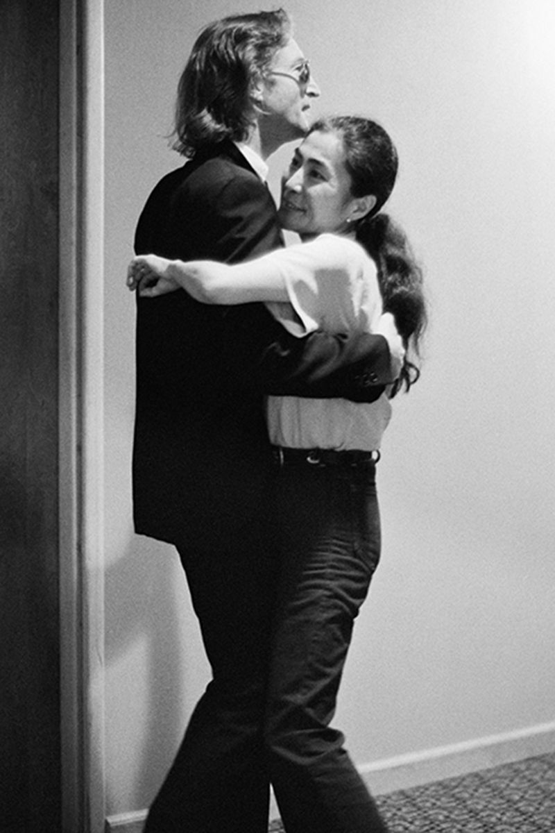 John Lennon and Yoko Ono dancing at The Hit Factory, NYC. August 1980. © Bob Gruen/www.bobgruen.com 