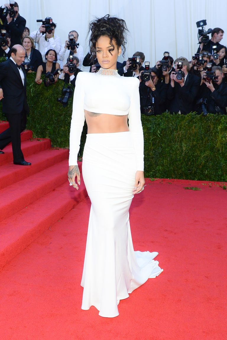 Rihanna Style And Beauty Pictures Cfda Style Icon Rihanna