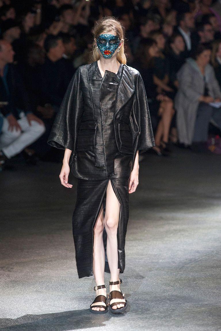 Best Bondage Fashion On The Runway - Bondage-Inspired -5054