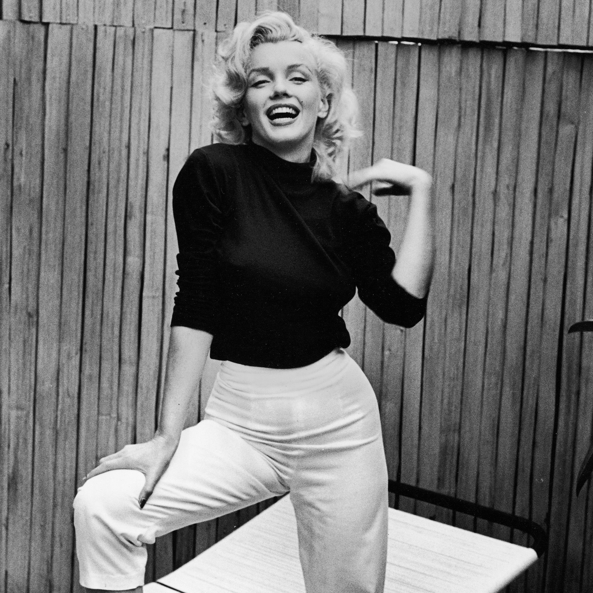 Off duty, Marilyn Monroe's style was composed of easy chic basics like denim, striped tees and button-downs in the 50s. But she's equally remembered for her slip dresses, blonde bob and sultry red lip.