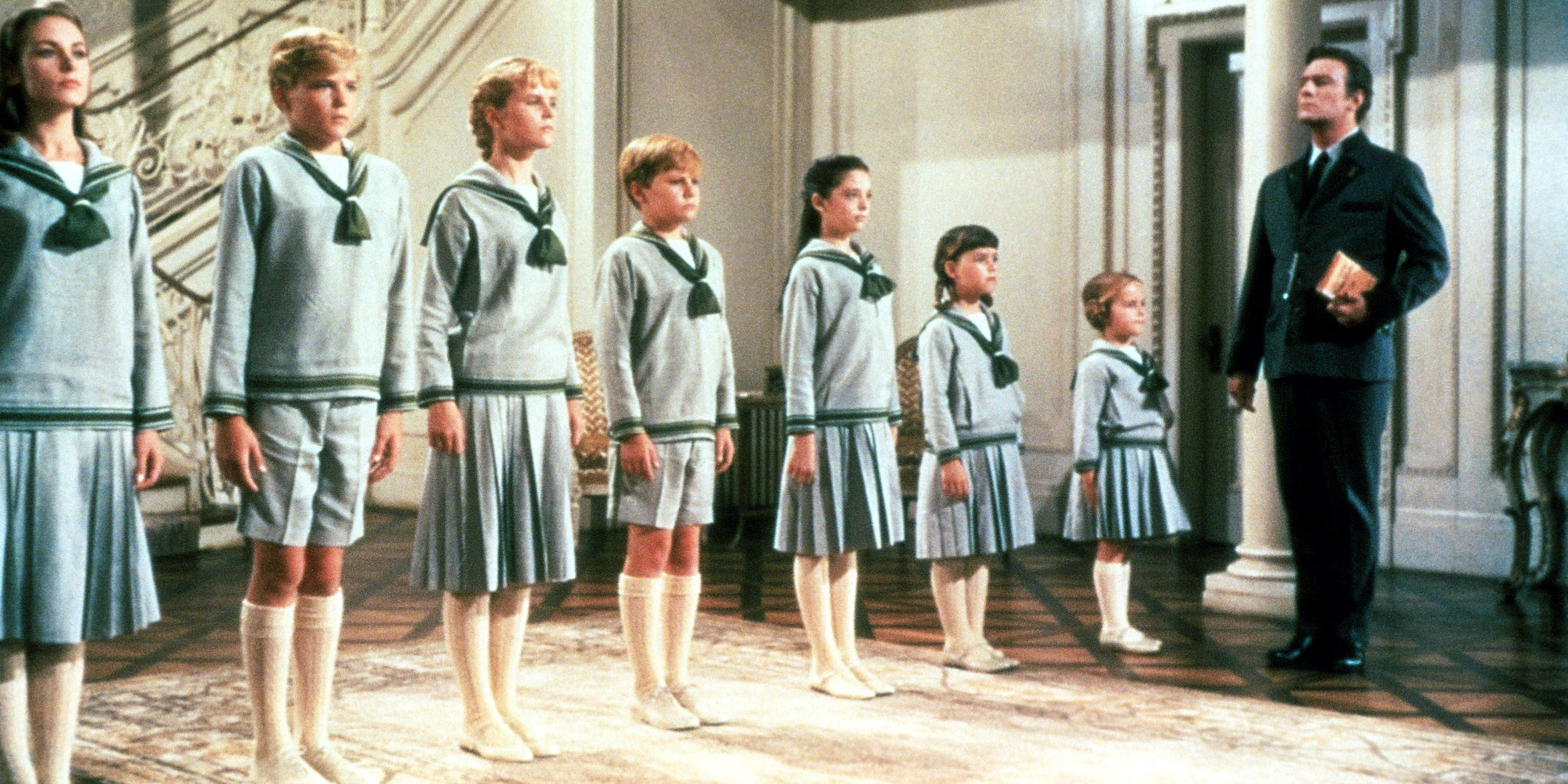 THE SOUND OF MUSIC, from left: Charmian Carr, Nicholas Hammond, Heather Menzies, Duane Chase, Angela Cartwright, Debbie Turner, Kym Karath, 1965. TM and Copyright ©20th Century Fox Film Corp. All rights reserved/ Courtesy: Everett Collection