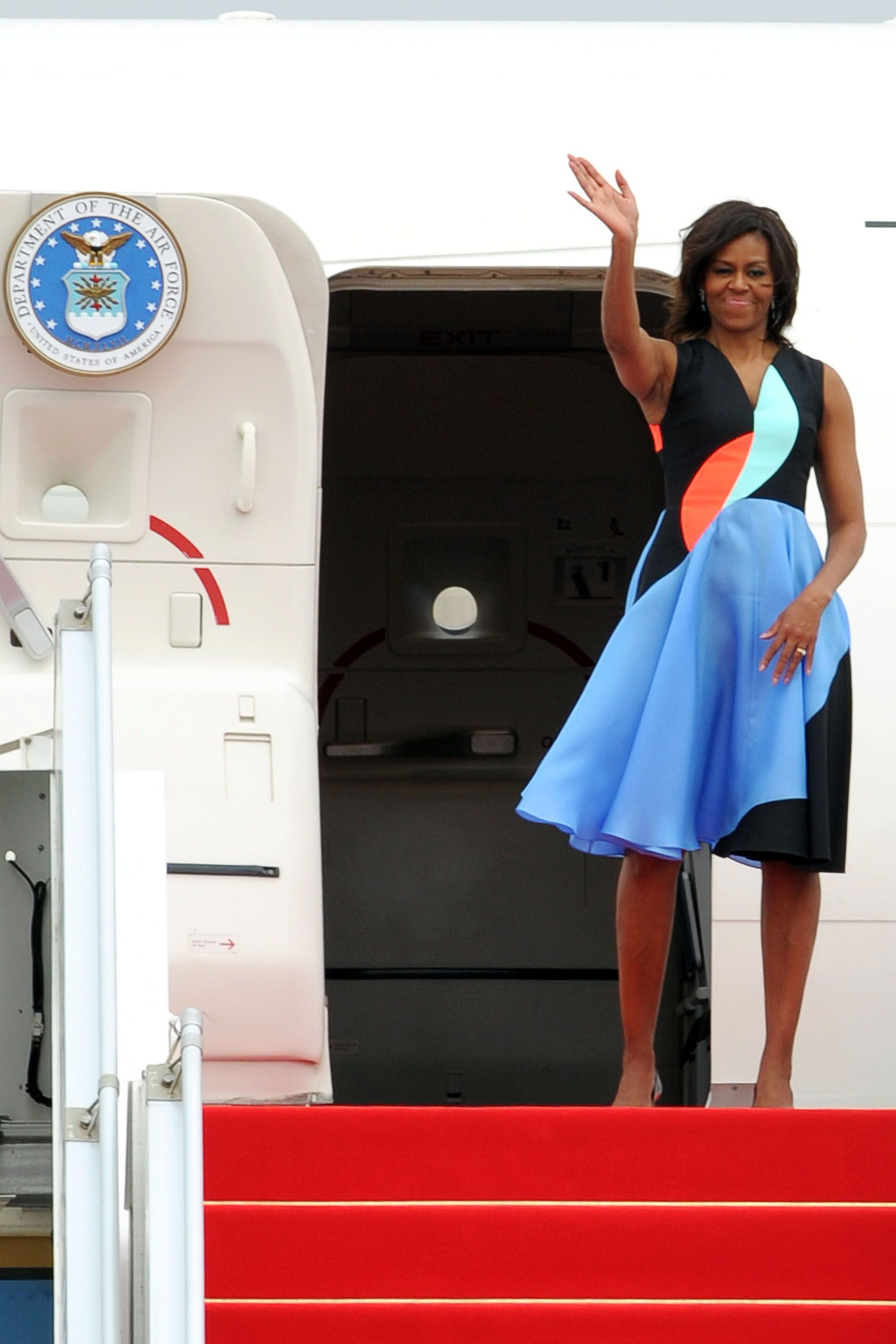 US First Lady Michelle Obama waves goodbye as she departs from Siem Reap's international airport on March 22, 2015. Michelle Obama headed home from Cambodia after a five-day Asia trip highlighting the importance of girls' education.    AFP PHOTO / TANG CHHIN SOTHY        (Photo credit should read TANG CHHIN SOTHY/AFP/Getty Images)