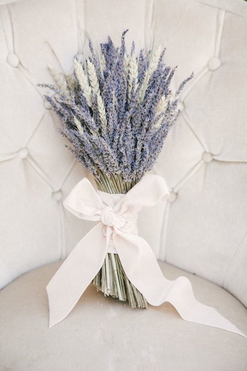 Single Bloom Bouquets Ideas - Chic Wedding Bouquet Ideas