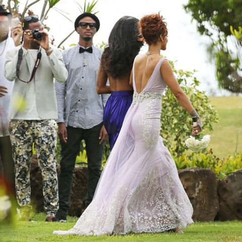 Rihanna Is Bridesmaid At Her Assistant S Wedding In Hawaii
