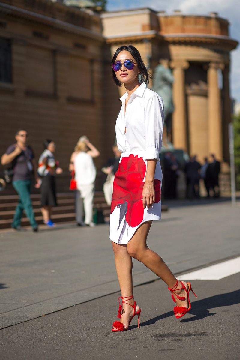 Spring has sprung, so expect to see perennials pop up everywhere. Get in the spirit and make like this Australian blogger who paired a crisp white blouse with a beautiful rosy bloom on her skirt.