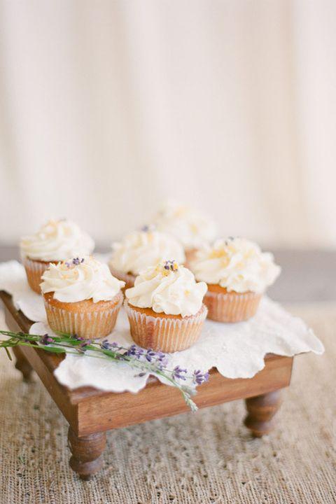 hbz-style-me-pretty-wedding-cupcakes-10