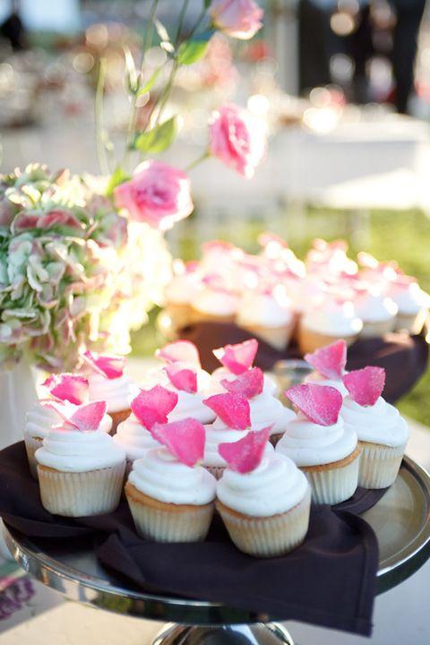 hbz-style-me-pretty-wedding-cupcakes-28
