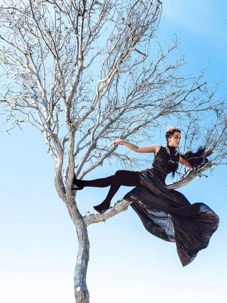 Kkw Crystal Gardenia Review >> Game of Thrones Actress Emilia Clarke's Fashion Shoot for Harper's BAZAAR - Emilia Clarke Game ...