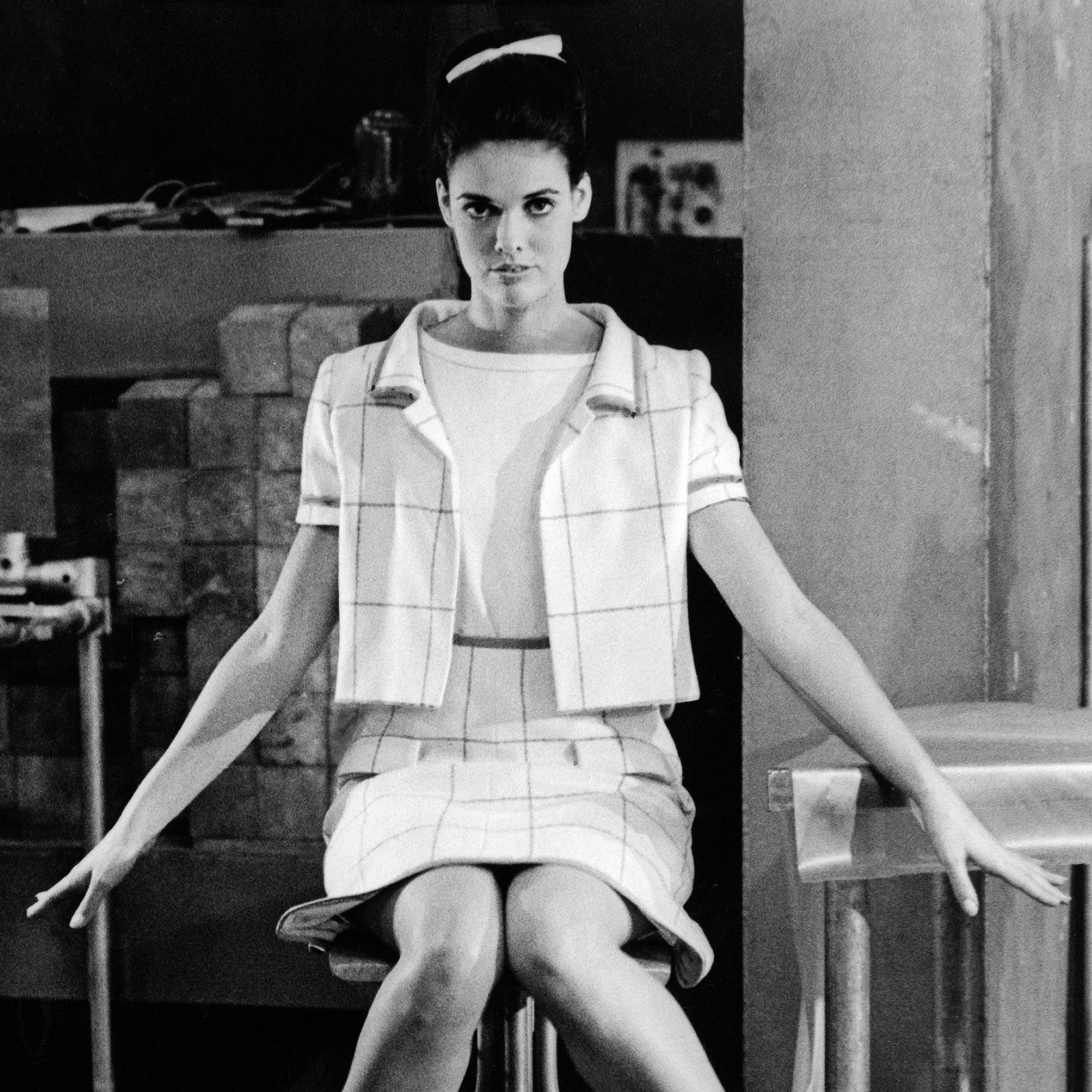 (GERMANY OUT) Courreges präsentiert 'Mode der Atomzeit'November 1965 (Photo by ullstein bild/ullstein bild via Getty Images)