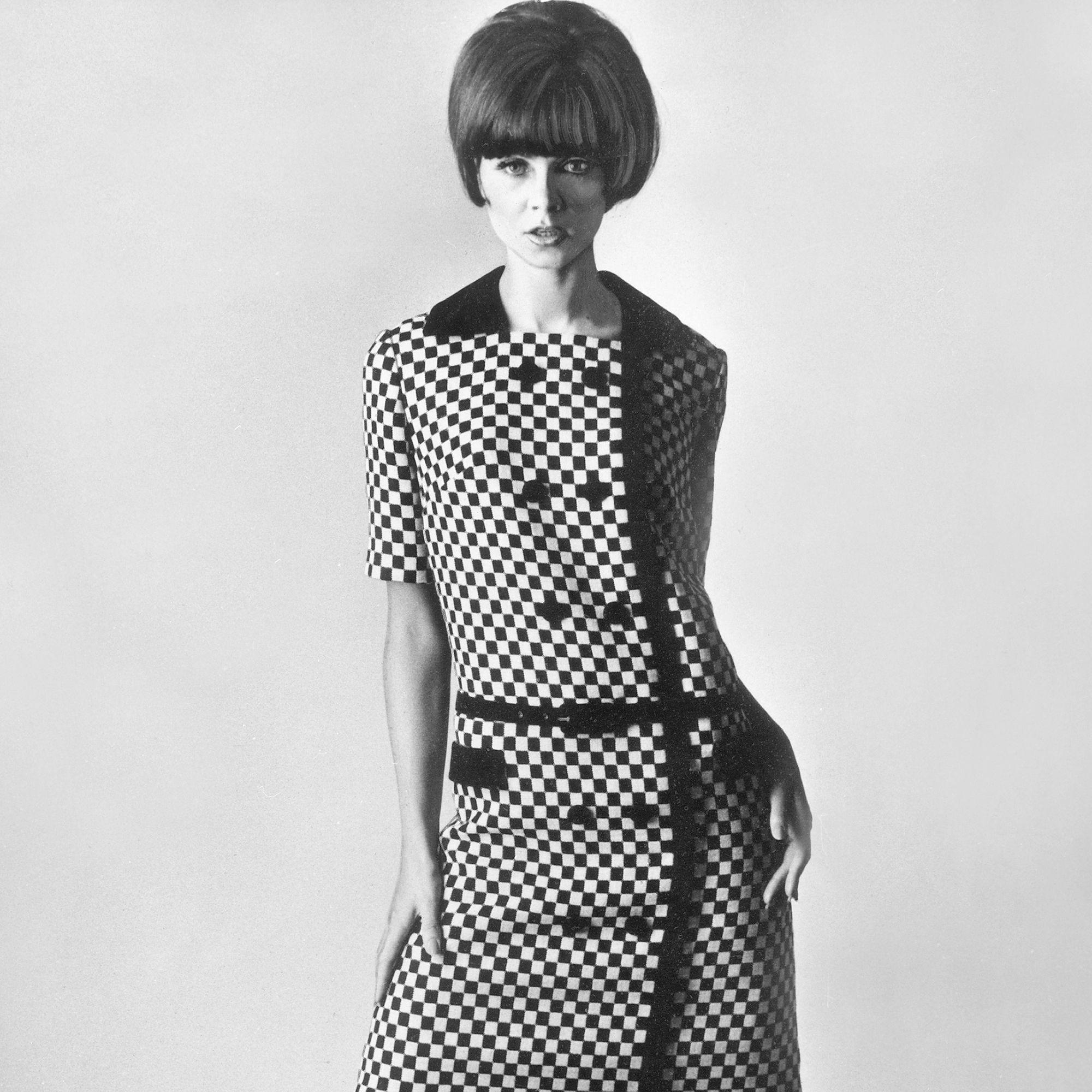 (GERMANY OUT) Jugendliches Kleid im Stil von Courreges aus Wolle (Double face)Modell: Selma Neumann, Berlin1965 (Photo by ullstein bild/ullstein bild via Getty Images)