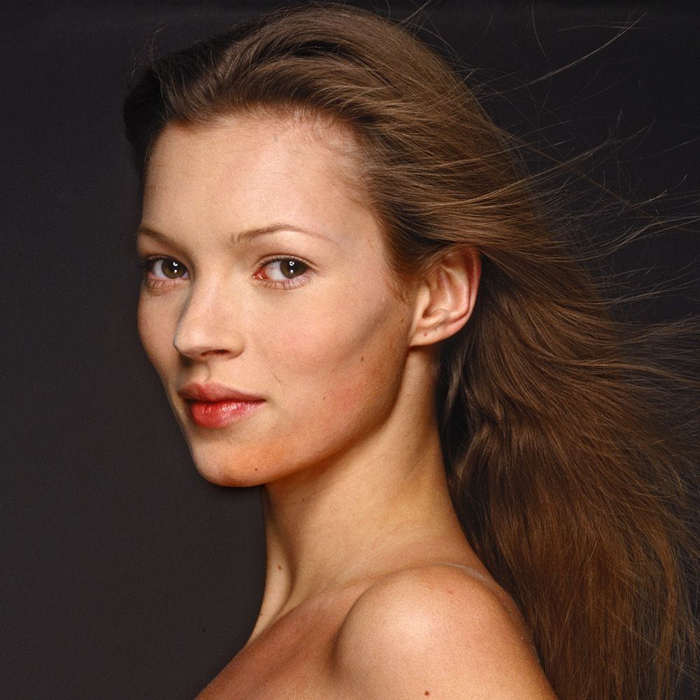 English fashion model Kate Moss, circa 1995. (Photo by Terry O'Neill/Hulton Archive/Getty Images)