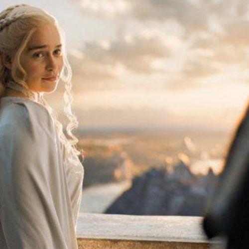 Daenerys wears pseudo-cornrows at her palace balcony.