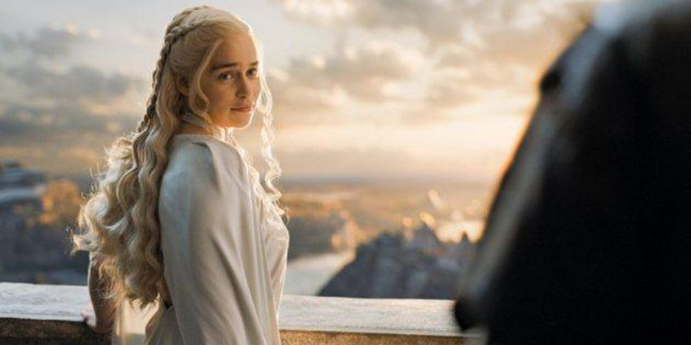 Daenerys wears pseudo-cornrows at her palace balcony.