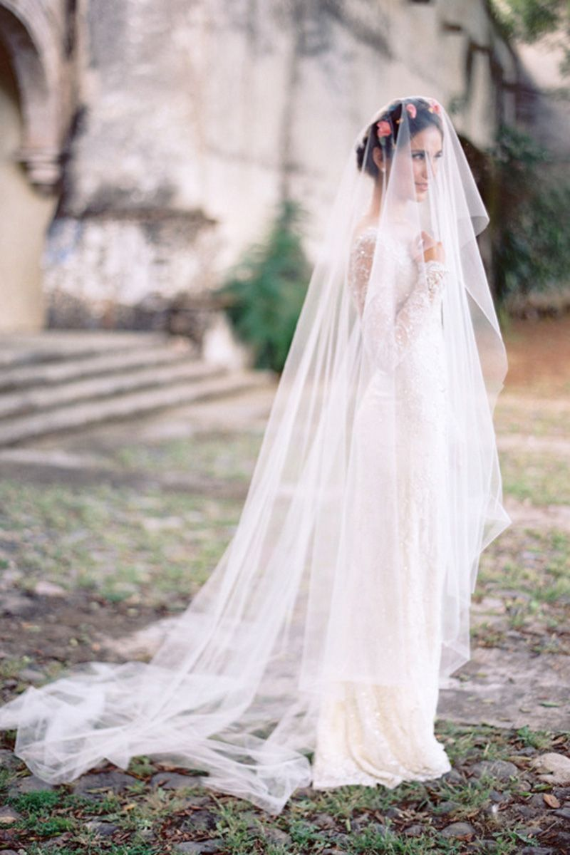 Cue the drama, this long chapel length veil is where it's at.
