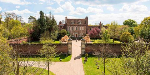 Plant, Garden, Shrub, House, Manor house, Mansion, Stately home, Lawn, Cumulus, Castle,
