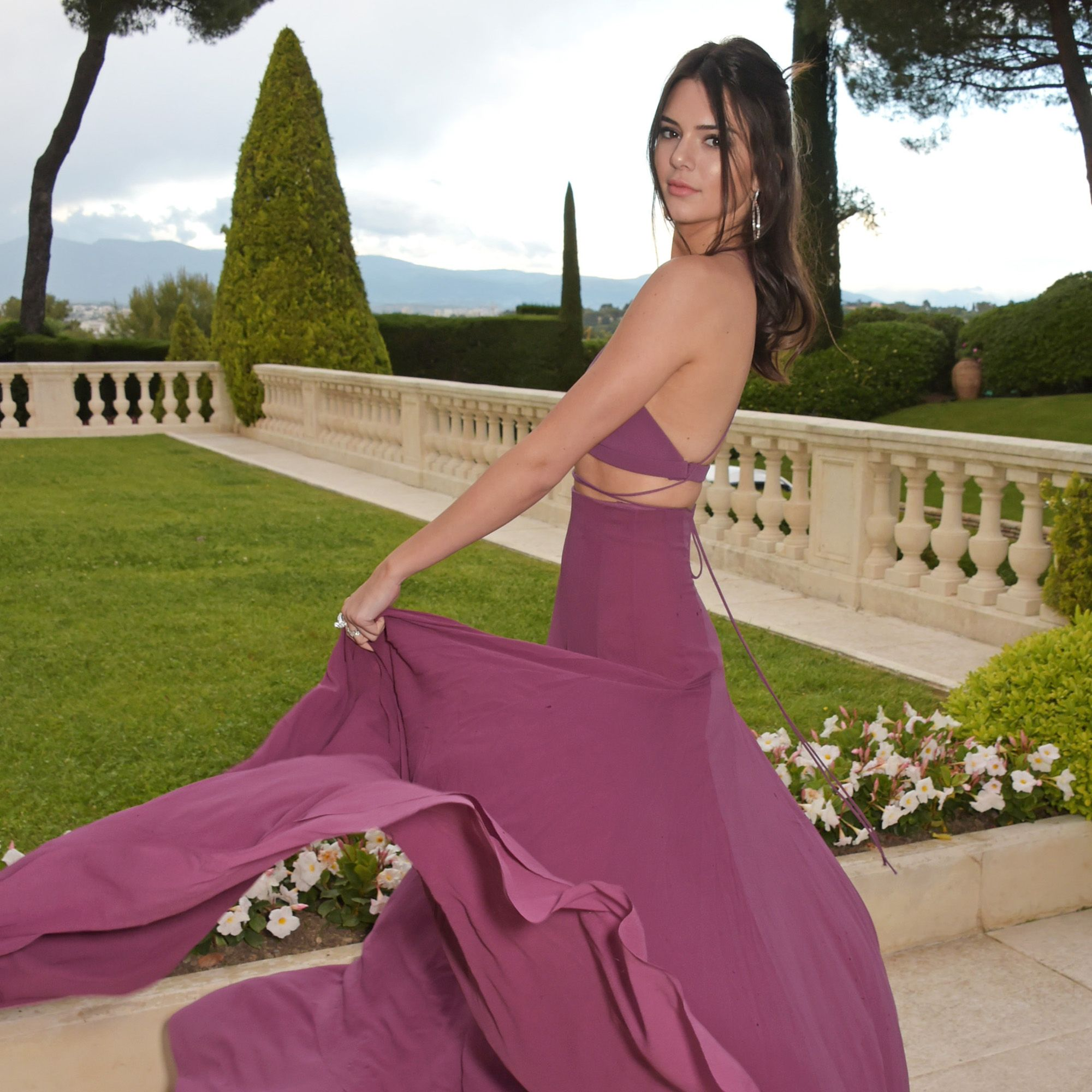 CAP D'ANTIBES, FRANCE - MAY 21:  Kendall Jenner arrives at amfAR's 22nd Cinema Against AIDS Gala, Presented By Bold Films And Harry Winston at Hotel du Cap-Eden-Roc on May 21, 2015 in Cap d'Antibes, France.  (Photo by Dave M. Benett/amfAR15/WireImage)