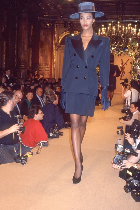 ARCHIVES - NAOMI CAMPBELL - DEFILE DE MODE YVES SAINT LAURENT COLLECTION PRET A PORTER PRINTEMPS ETE 1988 A PARIS