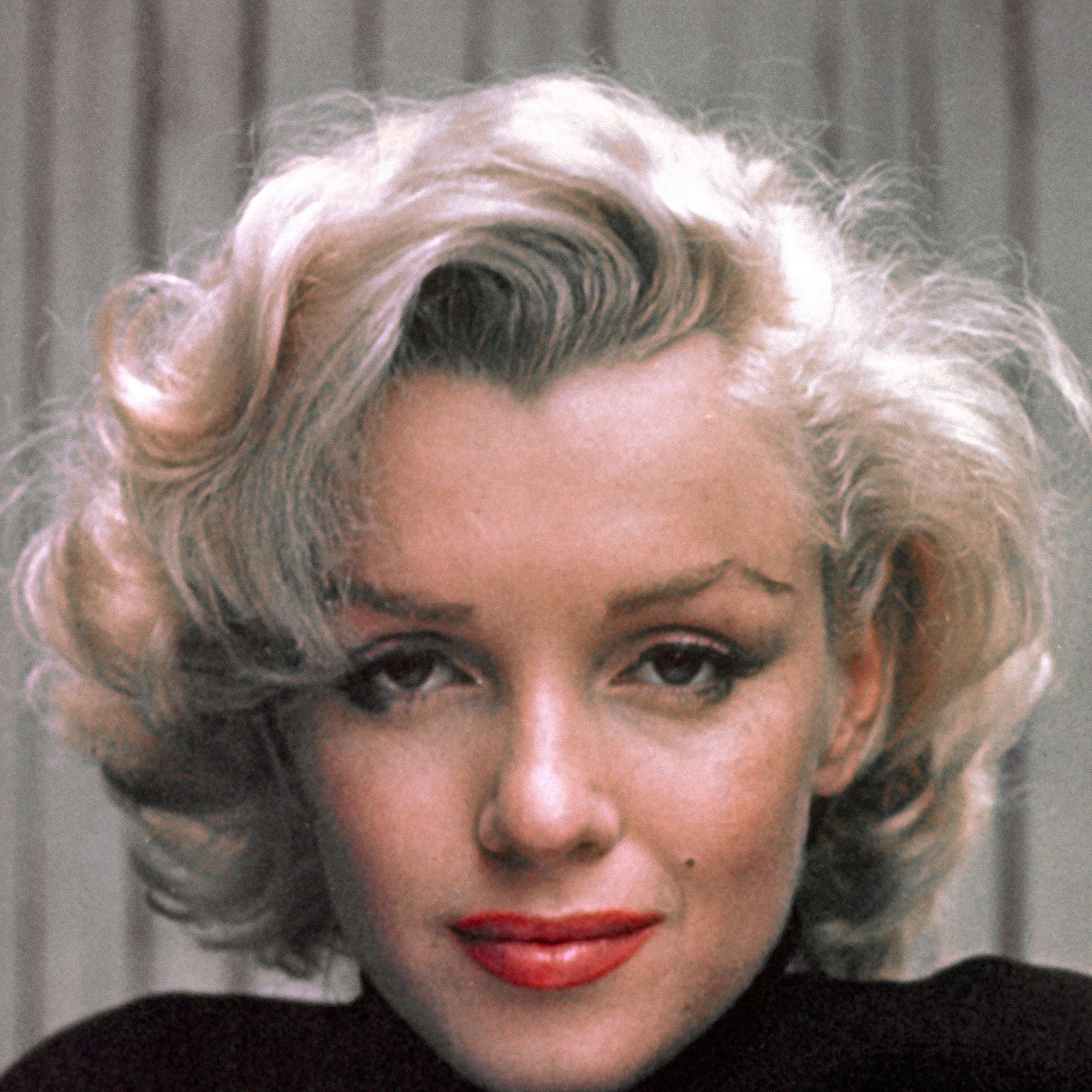 CALIFORNIA, UNITED STATES - MAY 1953:  Marilyn Monroe on patio outside of her home.  (Photo by Alfred Eisenstaedt/Pix Inc./The LIFE Picture Collection/Getty Images)