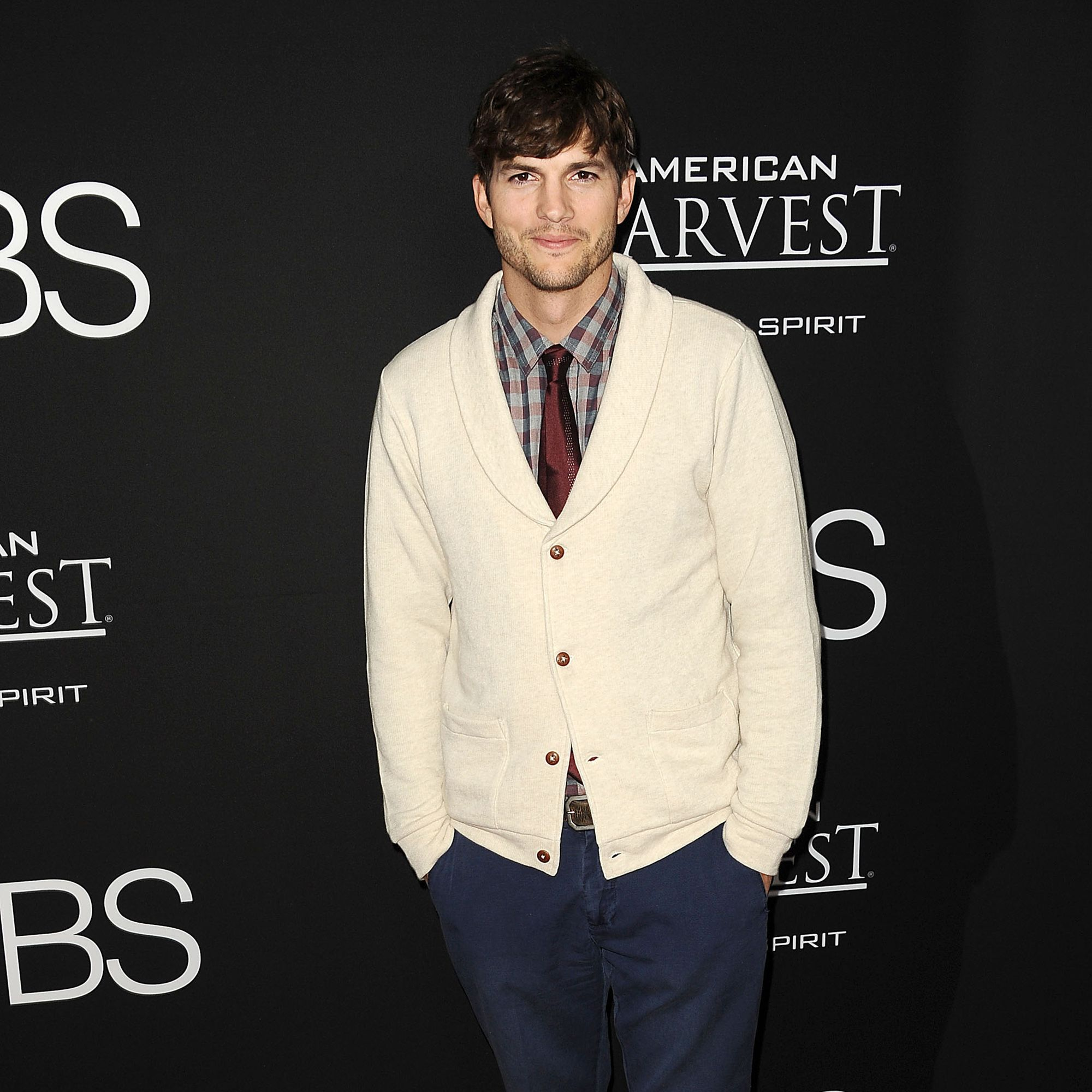 """LOS ANGELES, CA - AUGUST 13:  Actor Ashton Kutcher attends the premiere of """"Jobs"""" at Regal Cinemas L.A. Live on August 13, 2013 in Los Angeles, California.  (Photo by Jason LaVeris/FilmMagic)"""