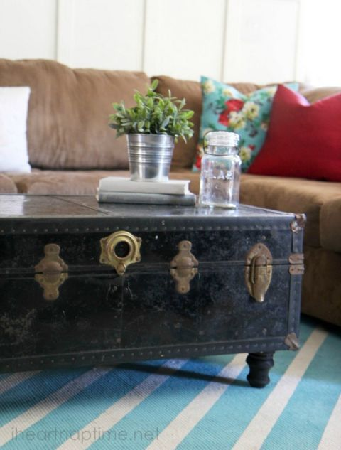 """This classic coffee table choice doubles down on the charm with the addition of some adorable feet.  <a target=""""_blank"""" href=""""http://www.iheartnaptime.net/how-to-make-rugs/""""><em>See more at I Heart Naptime »</em></a>"""