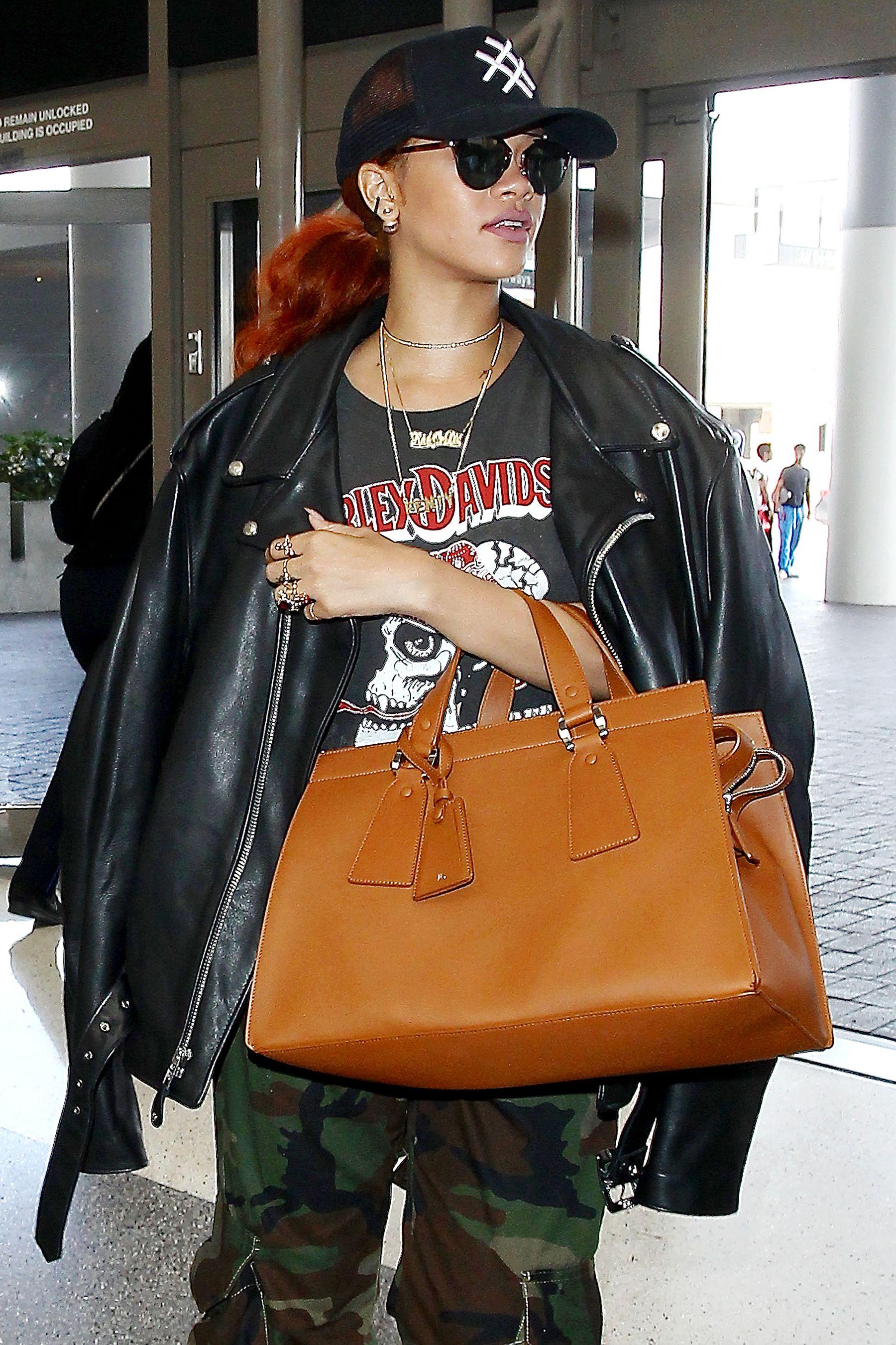 NO JUST JARED USAGE<BR/>Rihanna departs from Los Angeles International Airport on June 15, 2015. ***NO DAILY MAIL SALES***<P>Pictured: Rihanna<B>Ref: SPL1054507  150615  </B><BR/>Picture by: Splash News<BR/></P><P><B>Splash News and Pictures</B><BR/>Los Angeles:310-821-2666<BR/>New York:212-619-2666<BR/>London:870-934-2666<BR/>photodesk@splashnews.com<BR/></P>