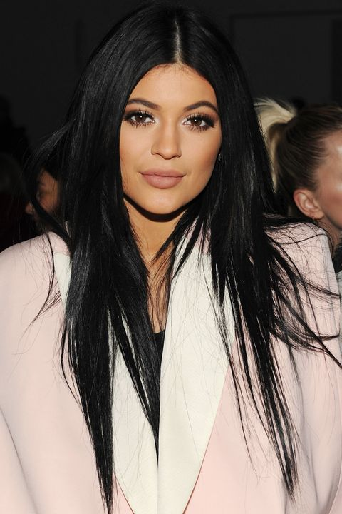 2015Straight black hair and contoured cheeks in 2015.