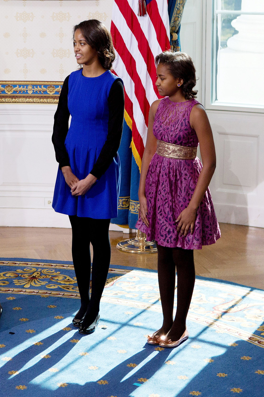 https://hips.hearstapps.com/hbz.h-cdn.co/assets/15/25/hbz-sasha-malia-obama-gettyimages-159771483.jpg