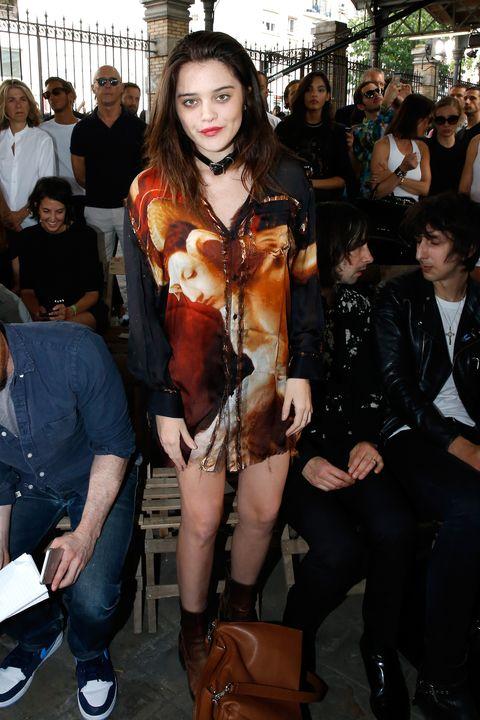 Hair, Face, Arm, Leg, Human body, Fashion, Bag, Thigh, Street fashion, Jacket,