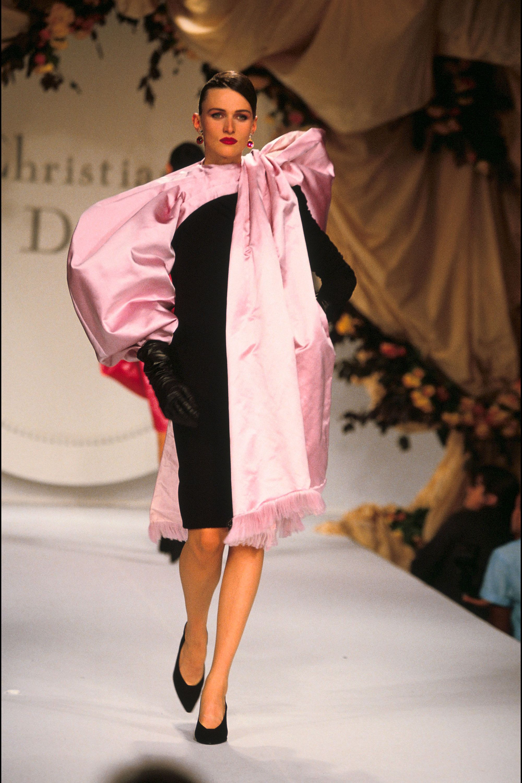 45 Photos Of 90s Couture 90s Couture Runway Shows