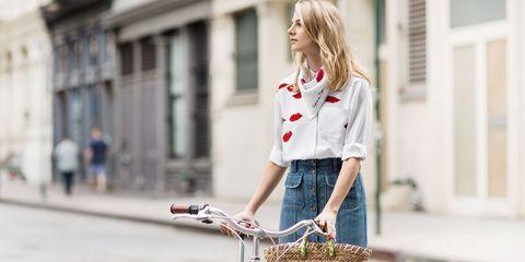 Collar, Sleeve, Dress shirt, Bicycle accessory, Bicycle basket, Street fashion, Waist, Uniform, Bicycle handlebar, Bag,