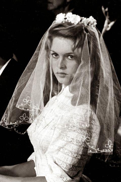 Bridal veil, Veil, Hairstyle, Bridal clothing, Forehead, Photograph, Bridal accessory, Bride, Wedding dress, Dress,