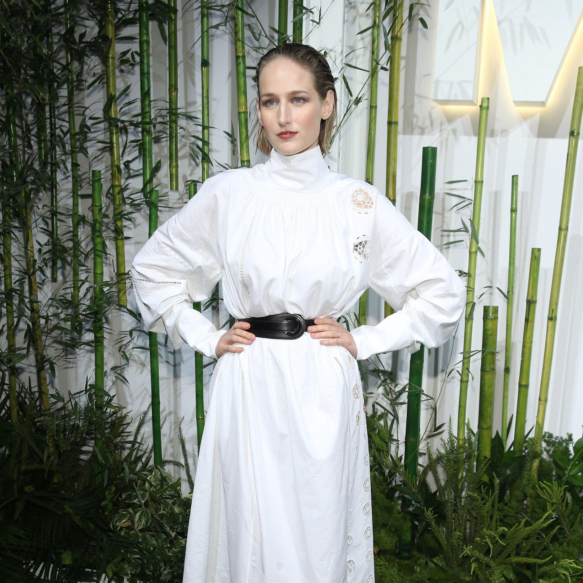 <p>Leelee Sobieski belts a feminine frock.</p>