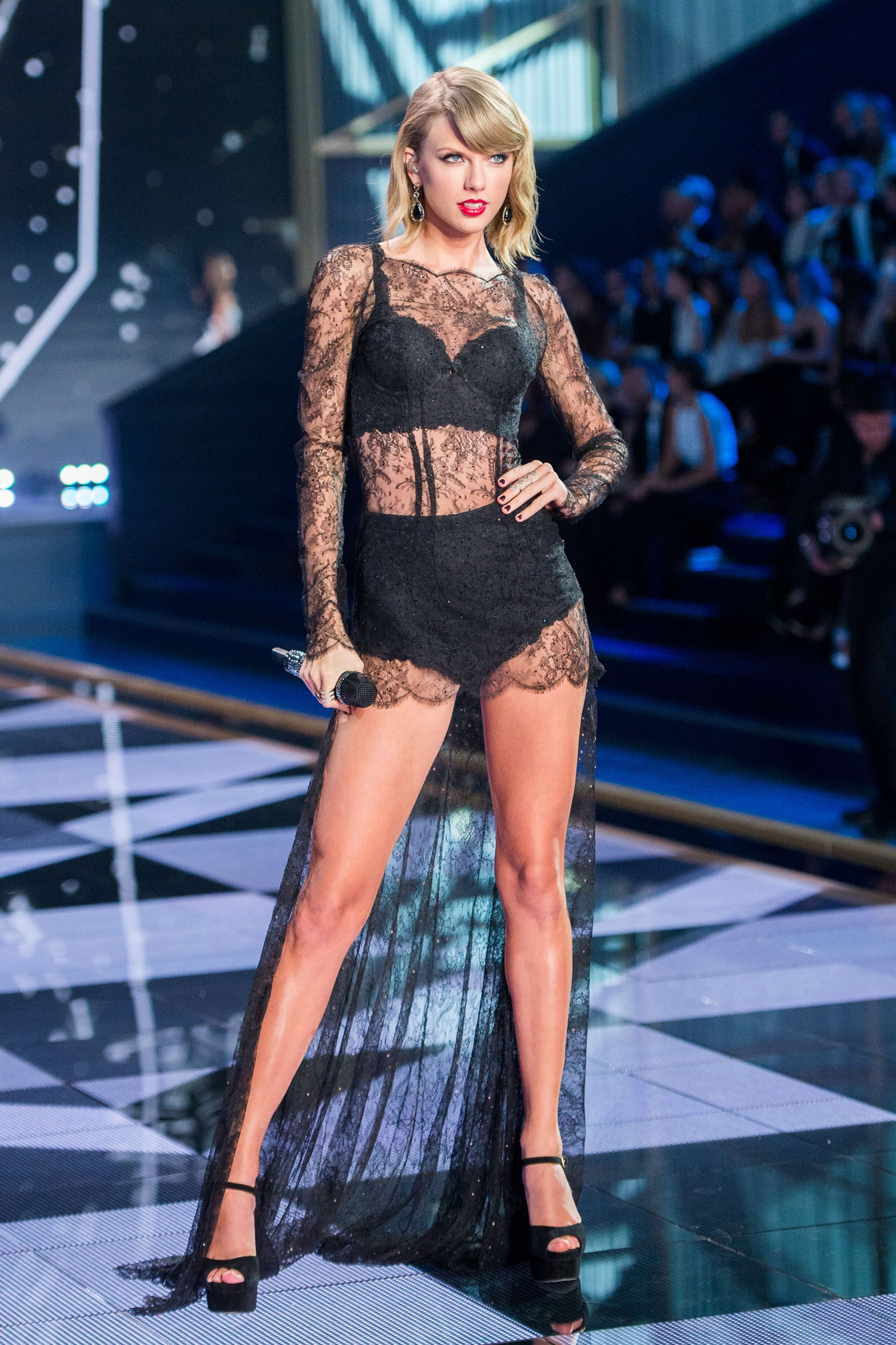 photo 15 Celebrities Who Have Walked The Runway