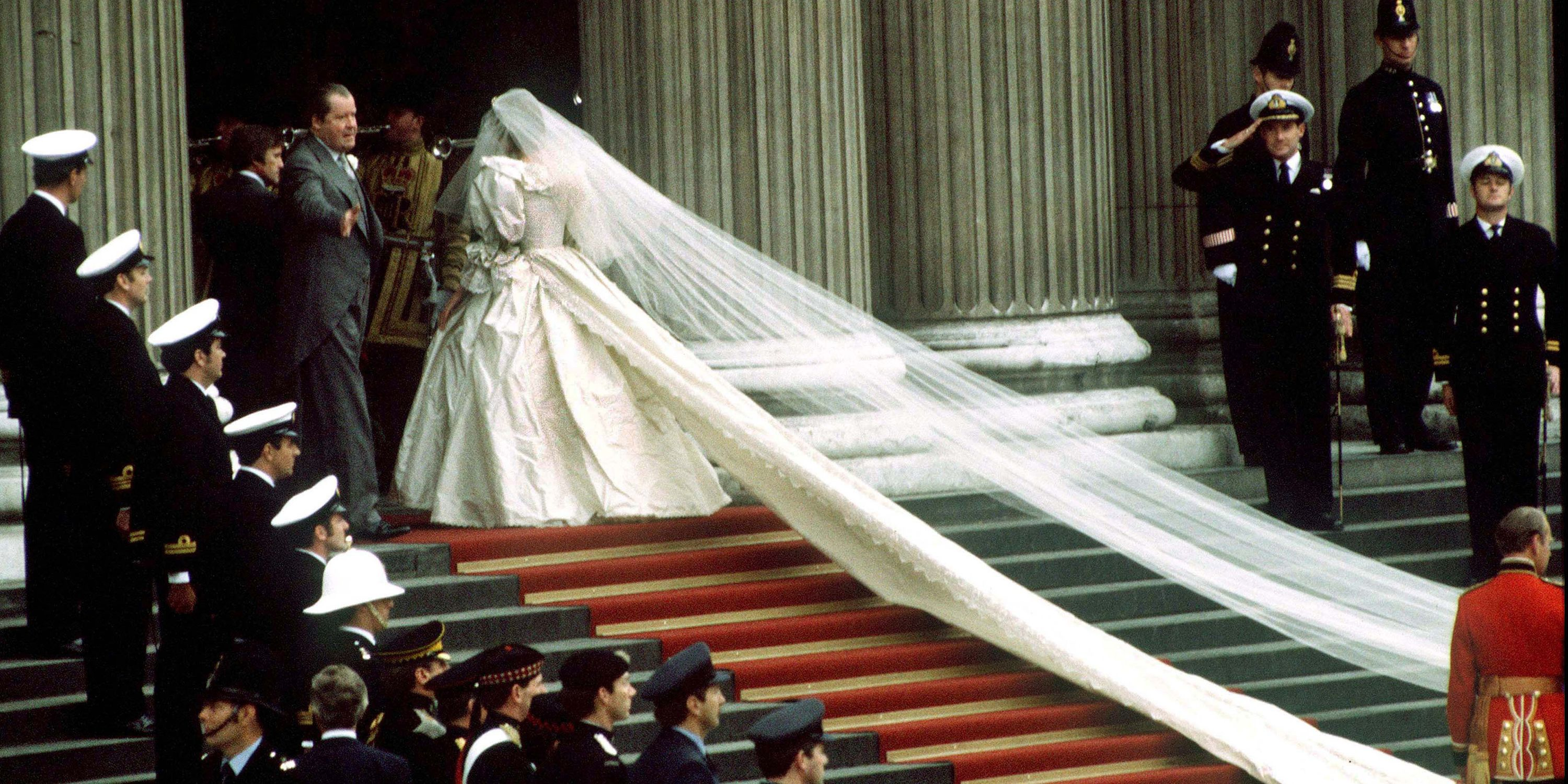 Princess Diana\'s Wedding Photo Retrospective - Pictures From ...