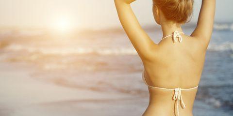 Skin, Shoulder, Joint, Elbow, Human leg, People in nature, Amber, Summer, Back, Waist,