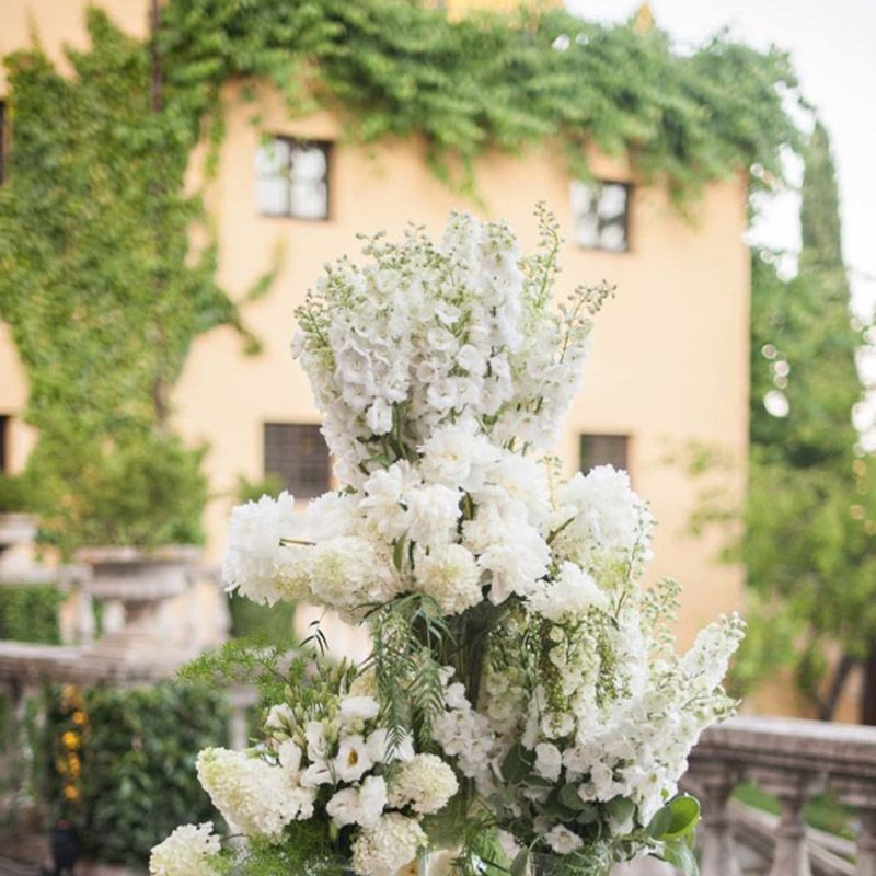<p>This flower arrangement is over-the-top, but the monochromatic color scheme keeps the table feeling elegant and timeless.</p>