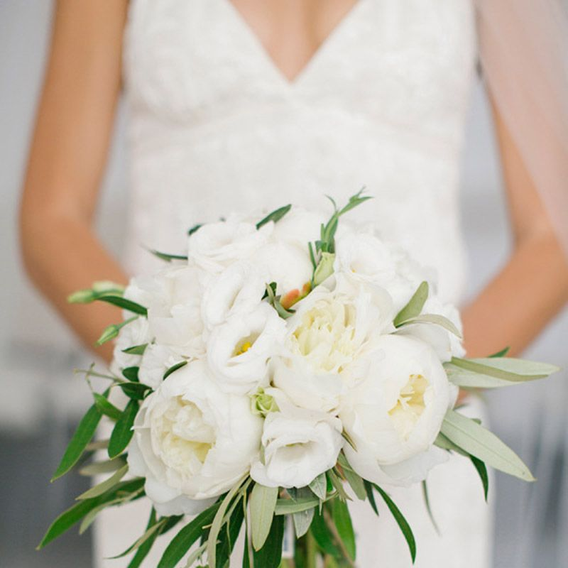 <p>Laurel, peonies and lisianthus work together to create this natural beauty.</p>