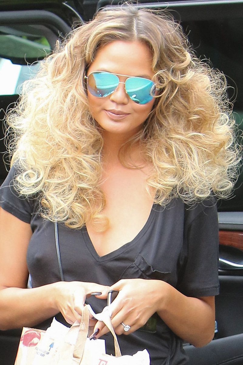 <p>The model takes disco curls on daytime errands.</p>
