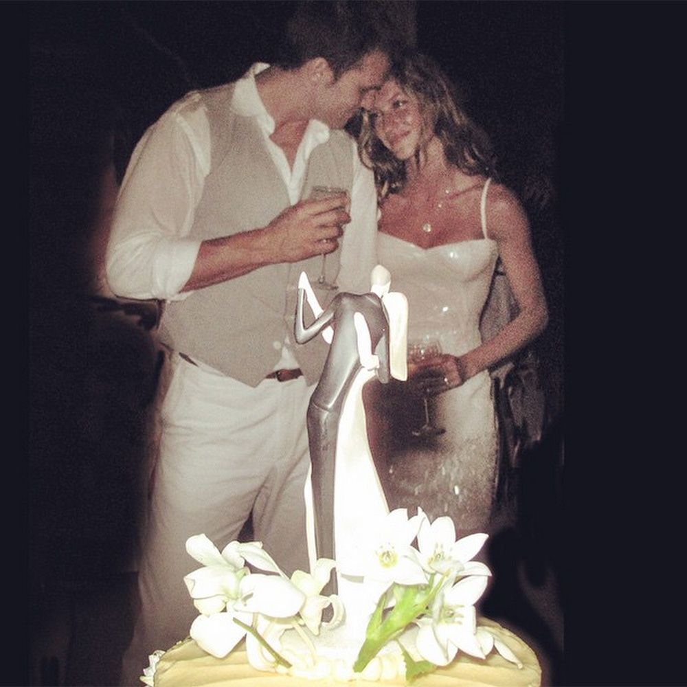 "<p>Gisele Bundchen shares a sweet photo from she and Tom Brady's wedding day in 2009 on <a href=""https://instagram.com/gisele/"" target=""_blank"">Instagram</a>. </p>"