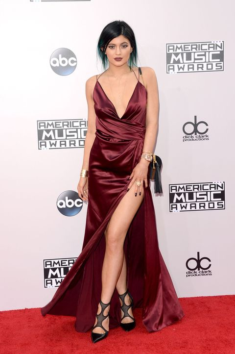 Red carpet, Carpet, Clothing, Dress, Shoulder, Fashion model, Flooring, Gown, Hairstyle, Formal wear,