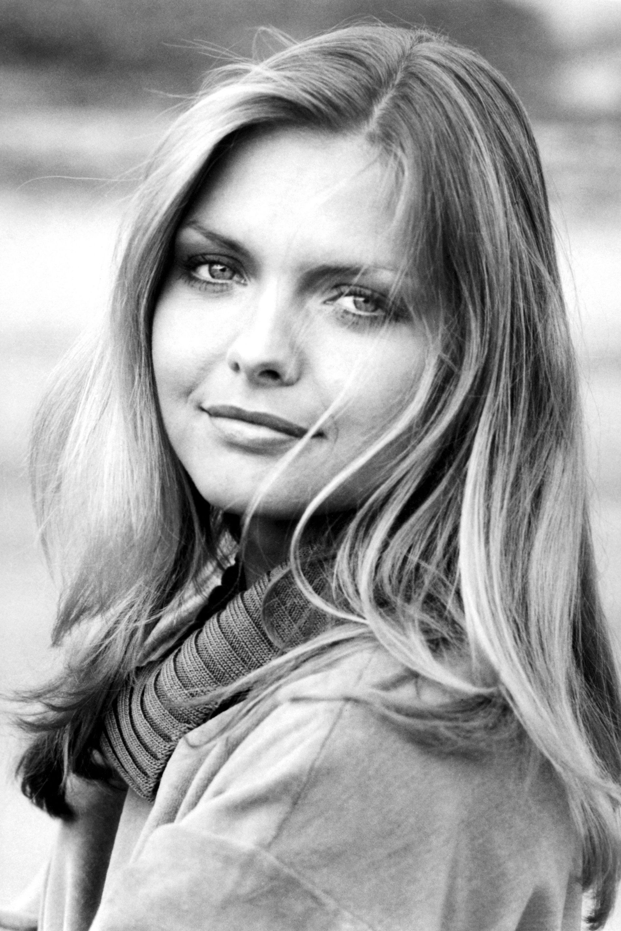 https://hips.hearstapps.com/hbz.h-cdn.co/assets/15/34/hbz-the-list-80s-icons-michelle-pfeiffer-rexusa.jpg?crop=1.0xw:1xh;center,top&resize=768:*