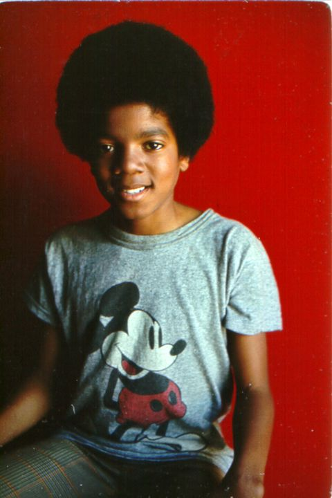Red, T-shirt, Hairstyle, Cool, Top, Smile, Black hair, Afro, Child,