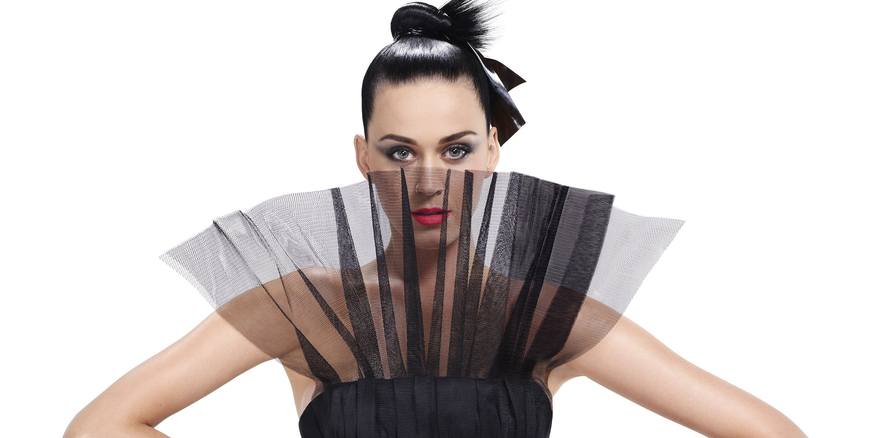 <p>Makeup artist Tom Pecheux created Katy Perry's glamorous look for <em>BAZAAR</em>'s September issue cover shoot by Carine Roitfeld and Jean-Paul Goude.<br></p>