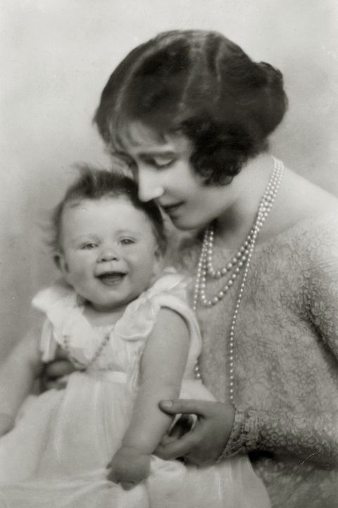 <p>Princess Elizabeth with her mother, The Duchess of York, in 1927</p>