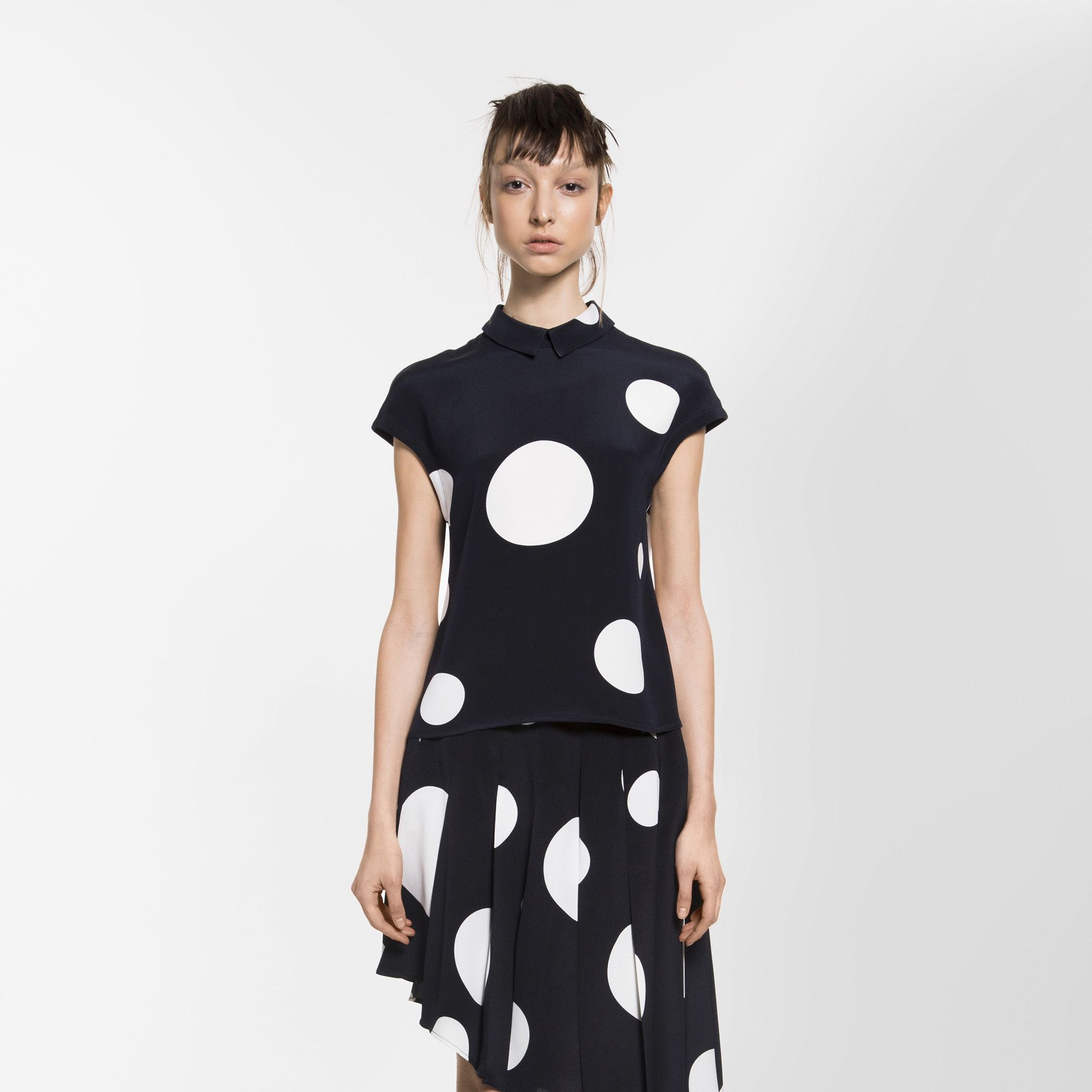 <p>The Korean-born, New York-based Oh's highly wearable—and often androgynous—pieces offer a refined elegance in relaxed, comfortable ensembles that blend form and functionality with luxe fabrics. </p>